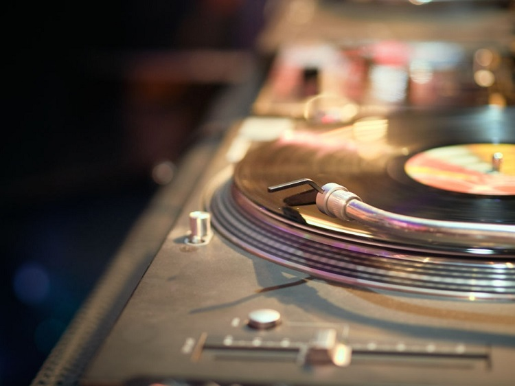 Top 5 Best Turntables Under $500