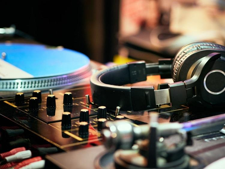 Best Turntables Under $300