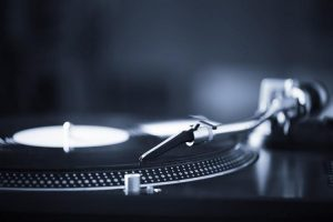 best-turntables-with-preamp