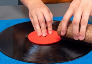 clean-vinyl-records-with-vinegar